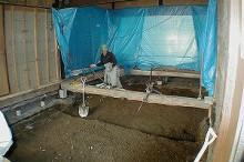 骨組みだけを残して、床材等を撤去