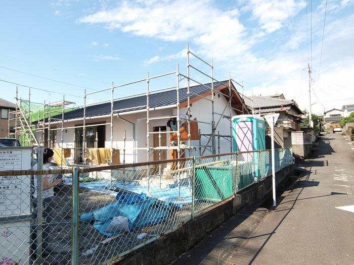 富士市の新築現場の格子取付作業