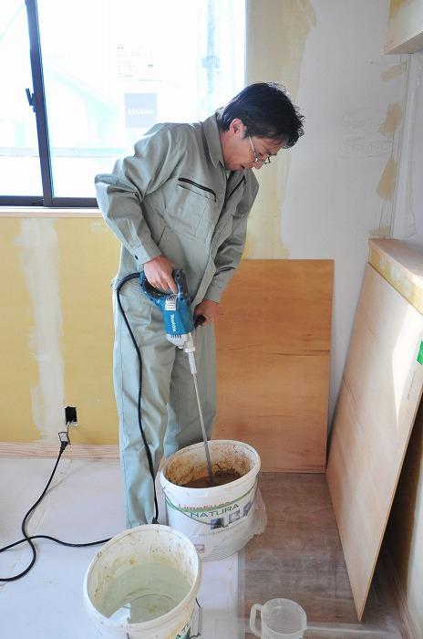 静岡県三島市の新築住宅 珪藻土DIY 水練り