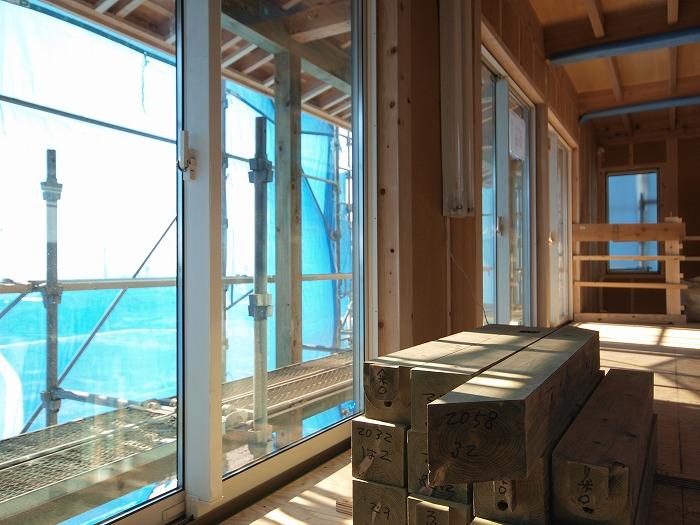 静岡県富士市の新築住宅 二階リビングの家ウッドバルコニー材