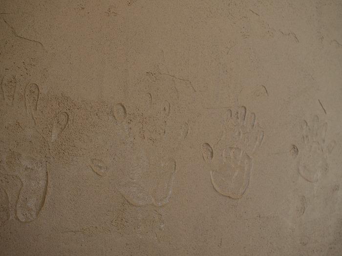 三島市新築住宅 珪藻土に手形