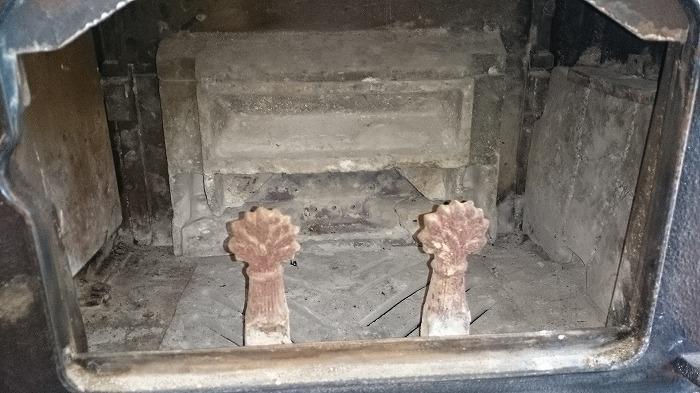 薪ストーブの内部