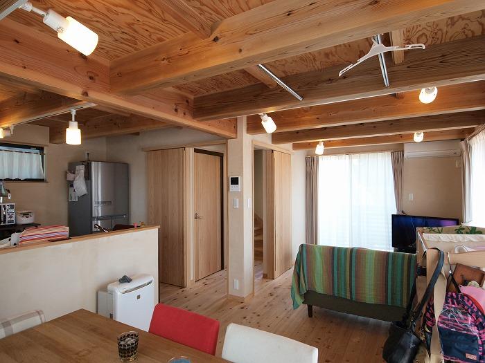 静岡県三島市 木造三階建て新築住宅 リビング