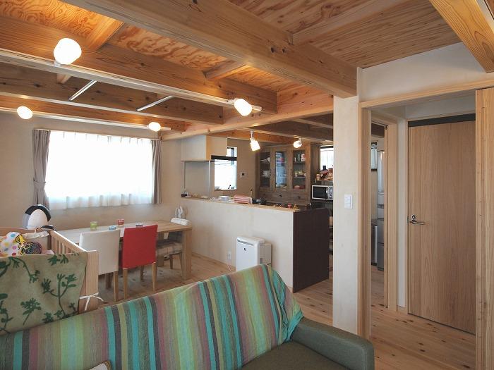 静岡県三島市 木造三階建て新築住宅 ダイニングとキッチン