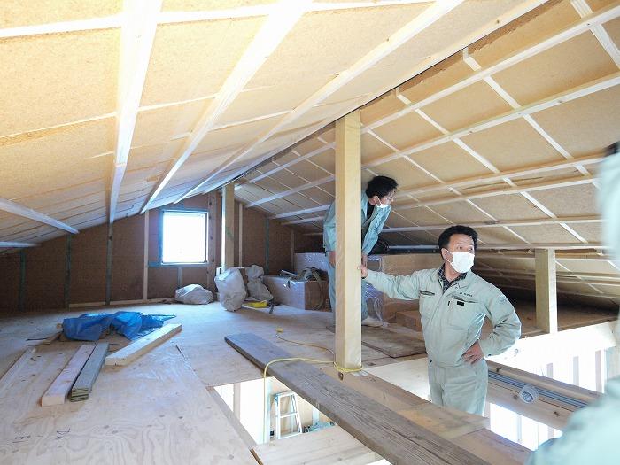富士宮市 新築住宅 小屋裏の木質繊維断熱材