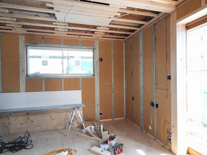 富士宮市 新築住宅 壁の木質繊維断熱材