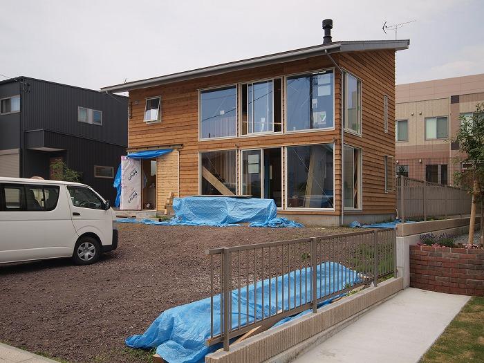 富士宮市新築住宅 木の外壁の表情