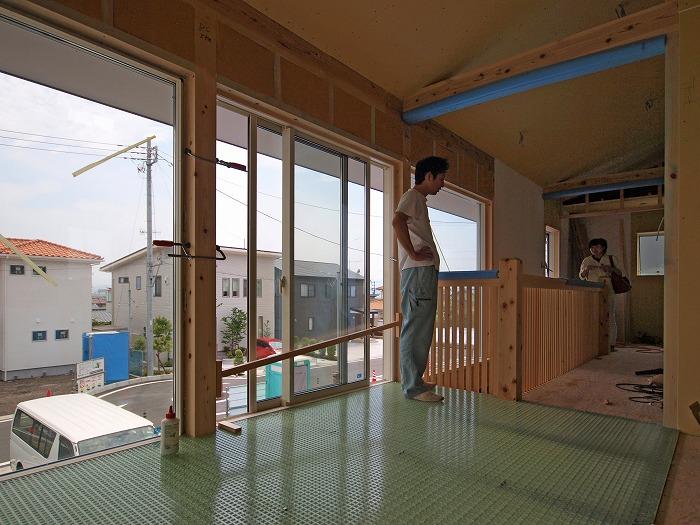 富士宮市新築住宅 薪ストーブの家のグレーチングの床