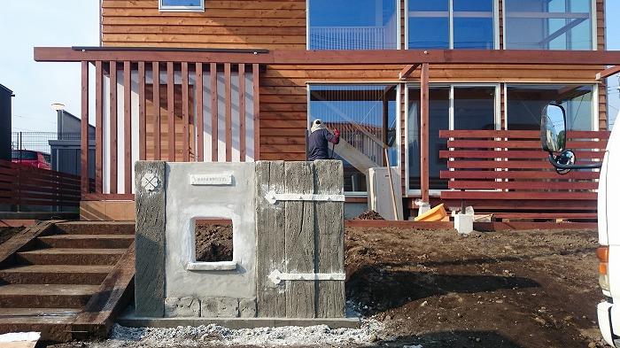 富士宮市新築住宅 木の外壁とモルタル造形