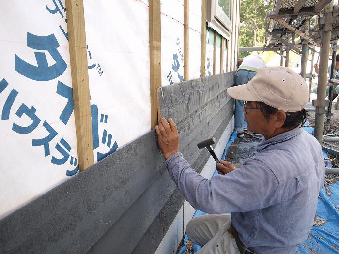 富士宮市 新築住宅 木の外壁張り始め