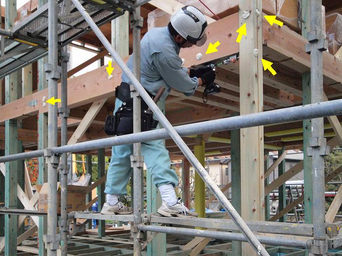 富士市 新築住宅 通し柱の補強