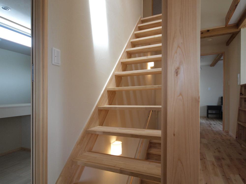 遊び心をくすぐる木の階段