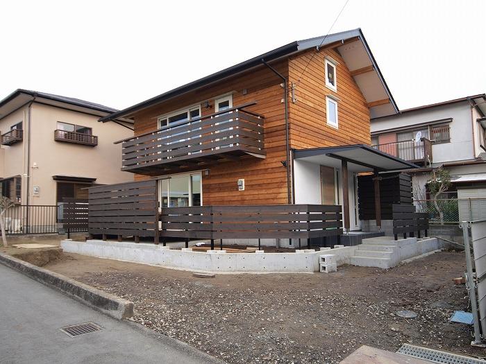 富士市 新築住宅 木の外壁と木のフェンス