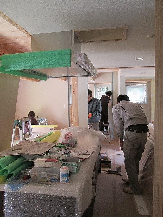 住宅工事の仕上げ中の現場