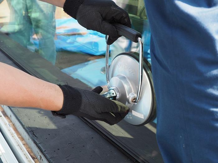 富士宮市新築住宅 トリプルガラスを運ぶタコ