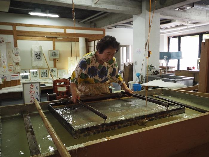 土佐和紙の手漉き風景