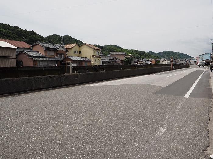 高知県のシックイ工場へ