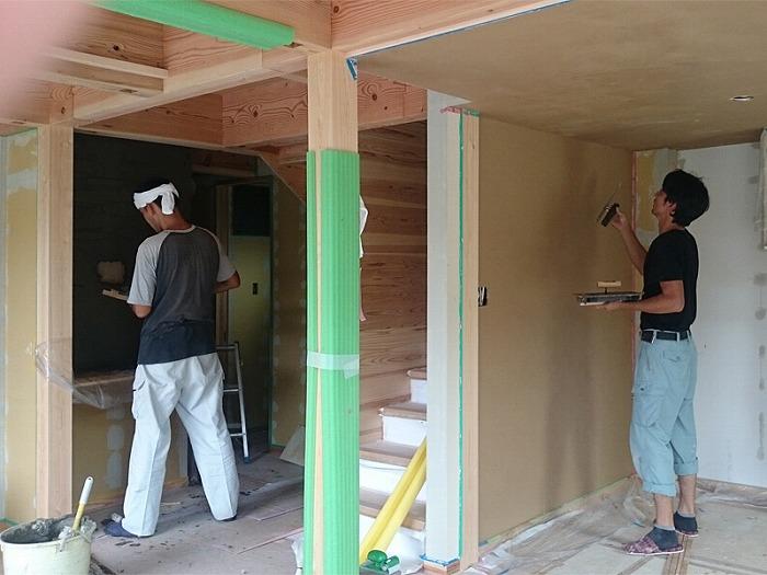 富士宮市新築住宅 珪藻土塗りとモルタル造形