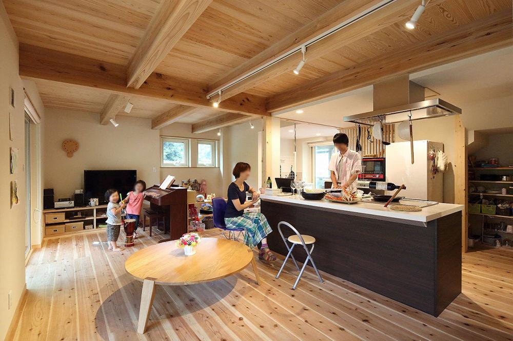 一階は広々とした開放的なLDK。ご主人の料理は玄人裸足。