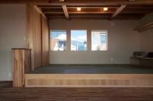 リビングに併設する畳コーナーからは富士山も眺められる