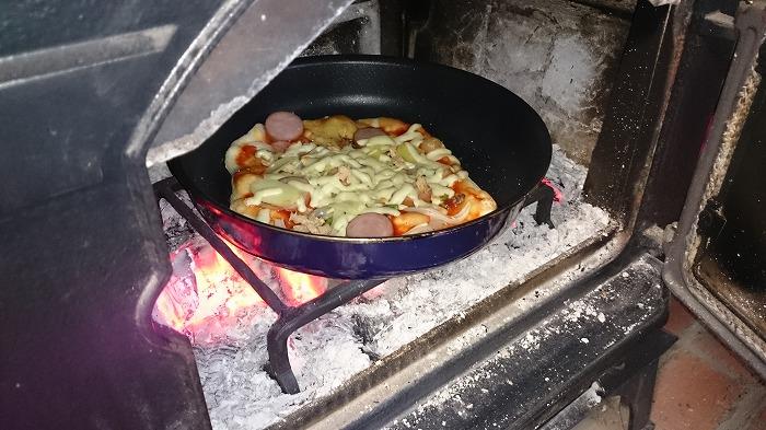 富士市 薪ストーブでピザづくり