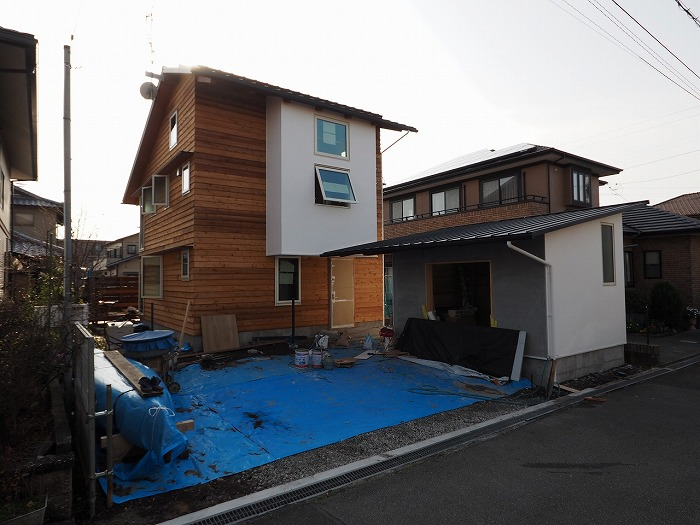 富士市 パッシブソーラー住宅完成見学会 完成間近