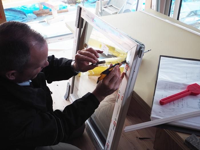 マクス モデルハウス ドイツの樹脂サッシ 施工前作業