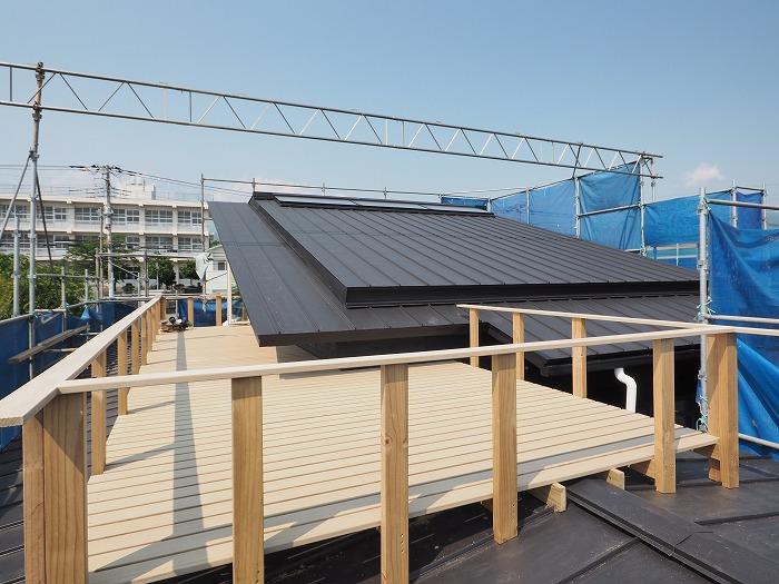 屋根の上のウッドデッキ スカイデッキ