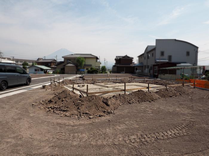 富士市 新築住宅 敷地と南