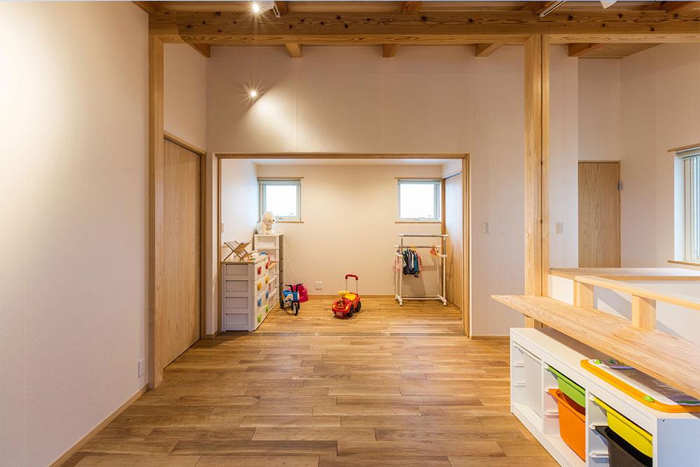 二階ホール横は、来客時に仕切れるスペース