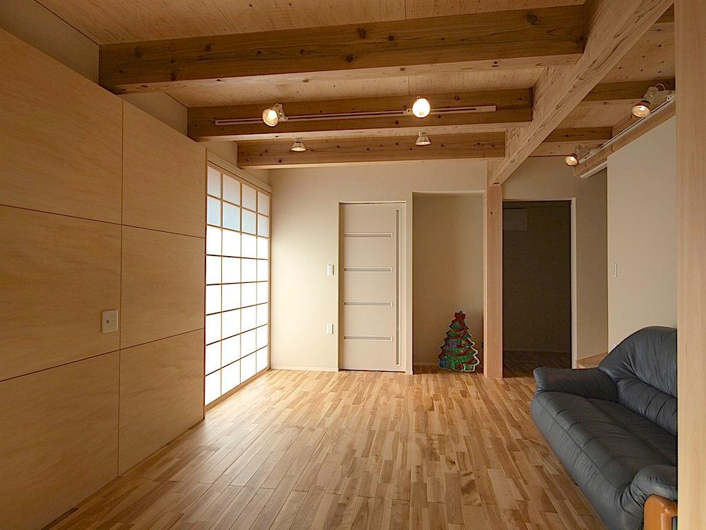 ソファーから見る事ができるように設置した壁掛けテレビ用のパネル。