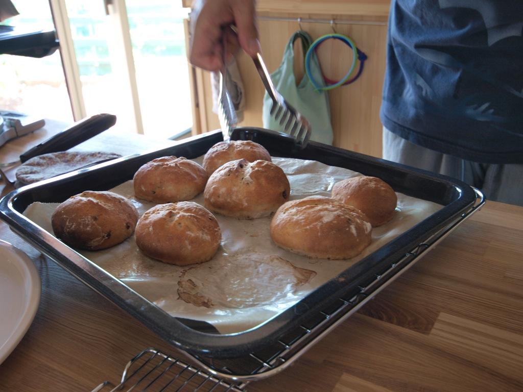 手造りパンをどうぞ