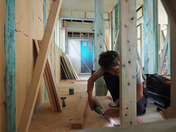 清水町 住宅新築工事 杉厚板の床貼り