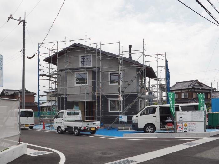 富士市 新築住宅工事 シックイと木の外壁