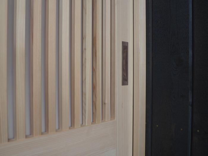 清水町 住宅新築工事 桧の玄関引き戸