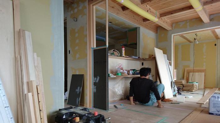 富士市新築住宅 キッチンの袖壁