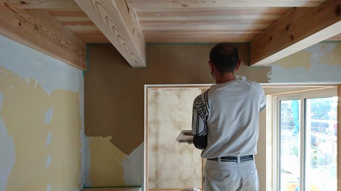 富士市 新築住宅 左官の珪藻土塗り