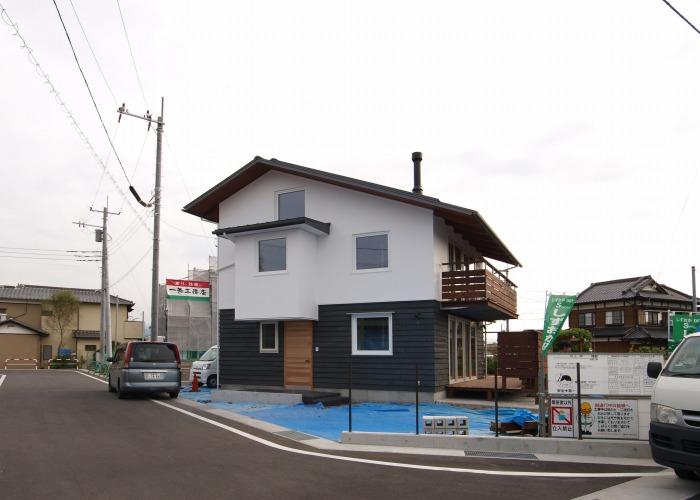 富士市 注文住宅 土佐漆喰と木の外壁