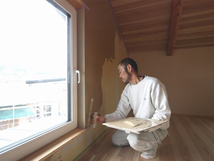 富士市 注文住宅新築工事 内壁珪藻土塗り