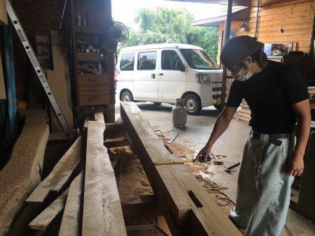 欅(ケヤキ)の梁の加工
