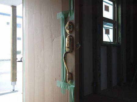 沼津市の注文住宅は内開き玄関ドア