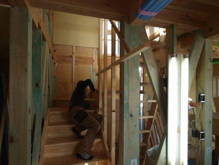 階段の中の壁を薄く、できるだけ薄く