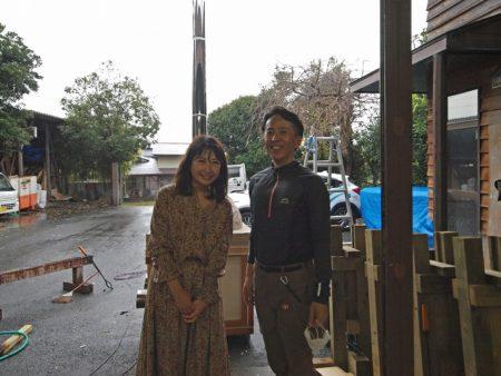 SBSラジオの酒井知恵キャスターがピザ窯の取材に!