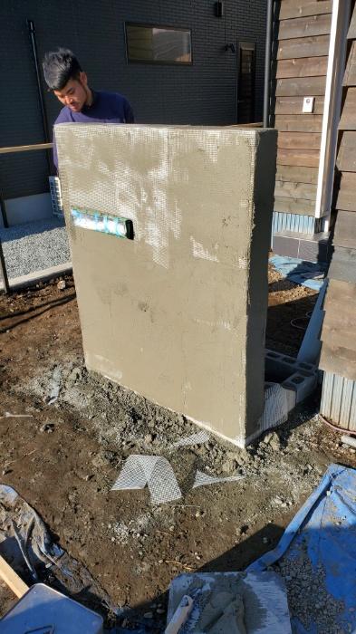 モルタル造形の門柱